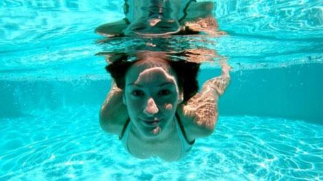 Berenang - www.pegipegi.com