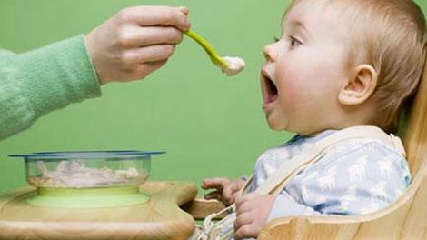 Hindari Obesitas, Ini Tips Berikan Makanan untuk Bayi