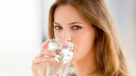 Manfaat Air Putih Untuk Turunkan Berat Badan - tolabilmu.blogspot.com