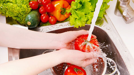 Mencuci Sayuran dan Buah-Buahan - www.efektips.com