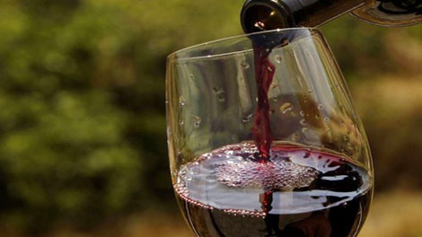 Minuman Anggur Merah - www.kapitalis.com