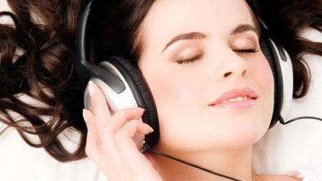pengguna headset - menujuhijau.blogspot.com