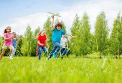 6 Alasan Kenapa Anak Perlu Bermain di Luar
