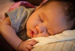 Tips Membantu Anak Cukup Tidur