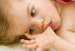 Kebiasaan Mengisap Jempol dan Menggigit Kuku Efektif Tangkal Alergi?