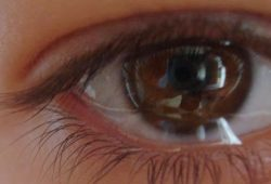 Mengapa Mata Anda Berair? Ini Mungkin Penyebabnya