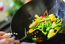 Ini Manfaat Memasak Makanan Sendiri di Rumah