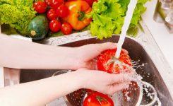 mencuci-sayuran-dan-buah-bu