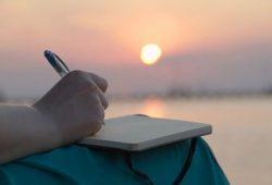 Menulis, Resep Jitu Tangkal Kesepian dan Gangguan Kesehatan