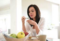 Bagaimana Posisi Tubuh yang Benar Saat Makan?