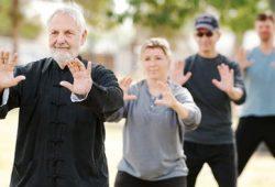Tai Chi Efektif Latih Keseimbangan untuk Orang Lansia