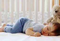 Ini Tips Tidur Aman untuk Bayi