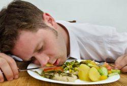 Tips Pertolongan Pertama pada saat Keracunan Makanan