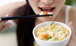 makan-nasi-putih