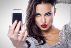 Info Terkini, Bahaya Radiasi Ponsel mengancam mereka yang hobi ber-selfie
